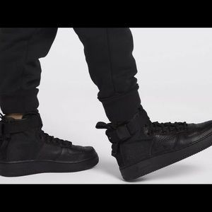 Nike airforce 1 Mid triple Black 6.5Y NEW AJ0424